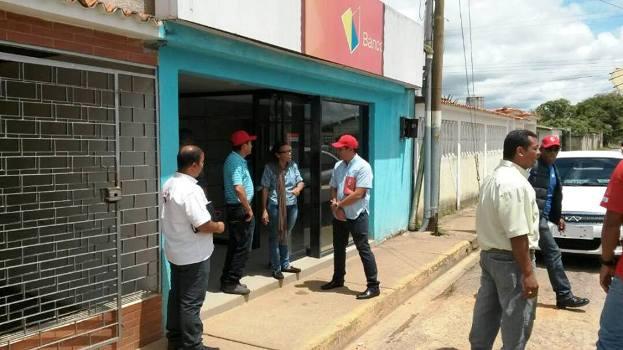 Alcald a de uracoa gestionar reinauguraci n del banco de for Oficina del banco de venezuela