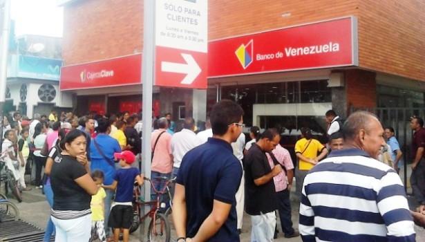Desalojan a usuarios del banco de venezuela tucupita tras for Oficina del banco de venezuela
